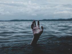unsplash-image-drowning.jpg