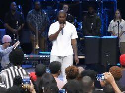 Kanye-West-Singing-at-Church.jpg