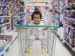 unsplash-image-shopping-with-baby.jpg