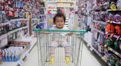 unsplash-image-shopping-with-baby.jpg