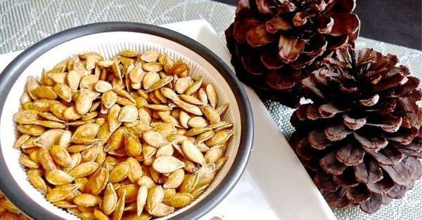 photo shows toasted pumpkin seeds in a bowl
