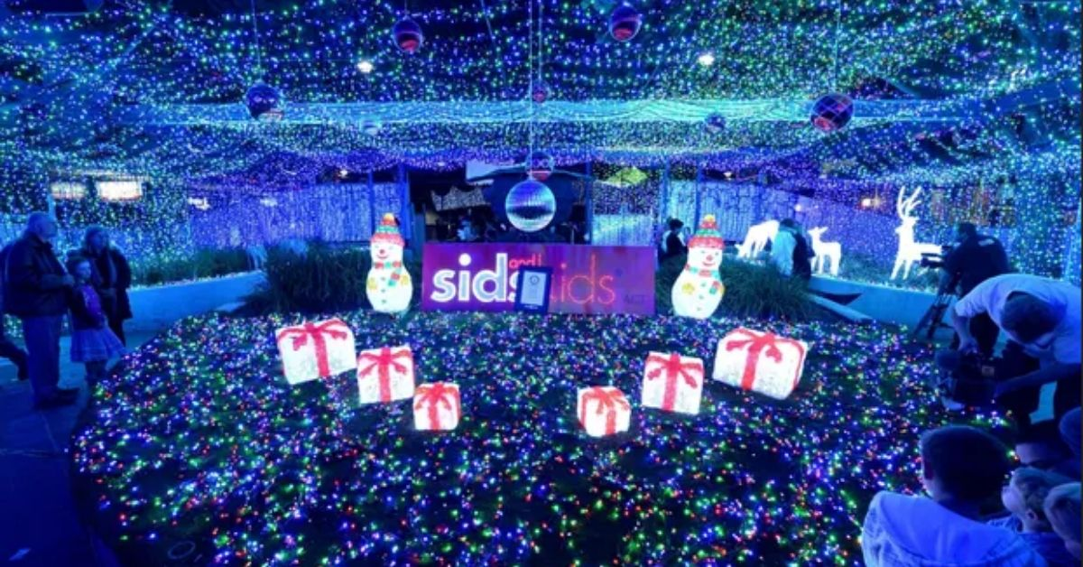 Australia is the World Record Holder of the Largest Christmas Light Display!
