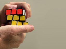 hand-rubik-cube-rubylia-pixabay.jpg
