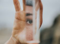 mirror-vince-fleming-unsplash.jpg