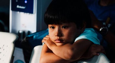 pensive-child-chinh-le-duc-unsplash.jpg