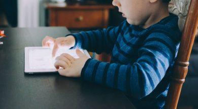 child-screen-time-kelly-sikkema-unsplash.jpg