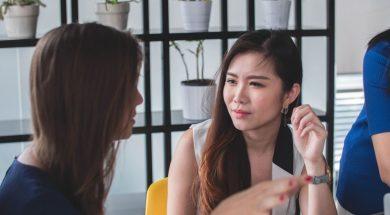 women-talking-mimi-thian-unsplash.jpg