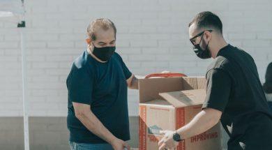 volunteers-masks-ismael-paramo-unsplash.jpg
